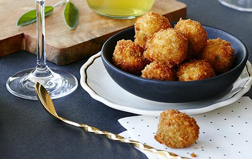 Olives Gordal frites, farcies à la gelée de poivrons rouge